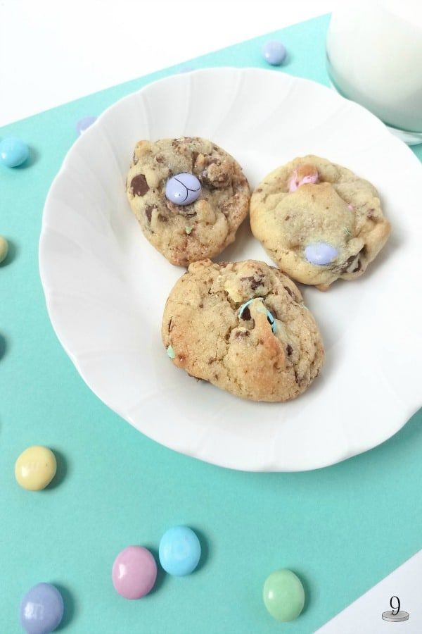 Cute and delicious Chunky Chocolate and Walnut Easter Cookies