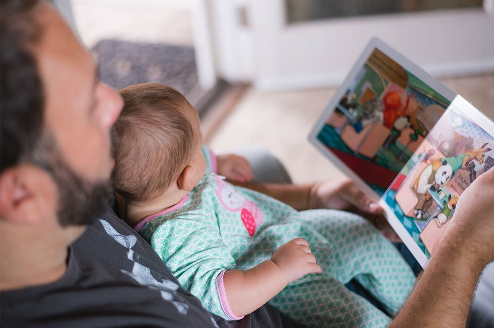 It's important to start to teach our little ones how to read by reading to them when they are very young
